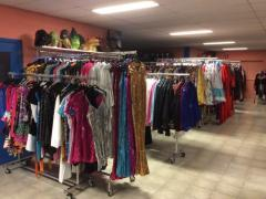 Zaak in verhuur en verkoop van kostuums, verkleedkledij, theater, pruiken over te nemen in centrum van Wallonie Locatie niet gespecificeerd n°3