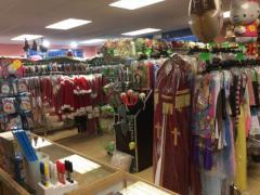 Zaak in verhuur en verkoop van kostuums, verkleedkledij, theater, pruiken over te nemen in centrum van Wallonie Locatie niet gespecificeerd n°5