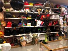 Zaak in verhuur en verkoop van kostuums, verkleedkledij, theater, pruiken over te nemen in centrum van Wallonie Locatie niet gespecificeerd n°12